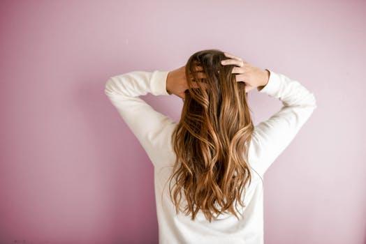 مهمترین دلایل چرب شدن موها